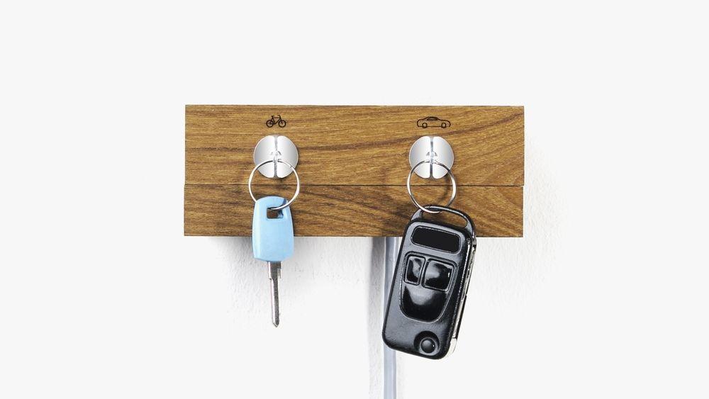車の鍵を取るとバイクの鍵が落ちてくるキーラック
