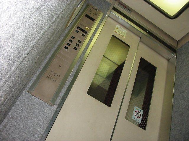 窓付きエレベーター