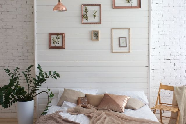 ベッドを壁側に置く
