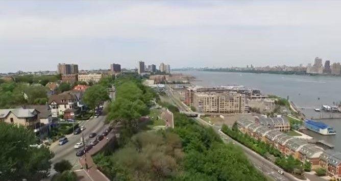 ニューヨークの街並みをドローンで空撮