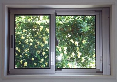 ちょっと面倒な窓サッシの掃除はコツを覚えれば簡単!