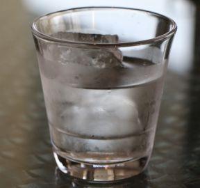 水の面白い性質を利用したトリック