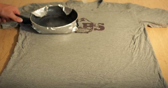 Tシャツにフライパンをあてれば