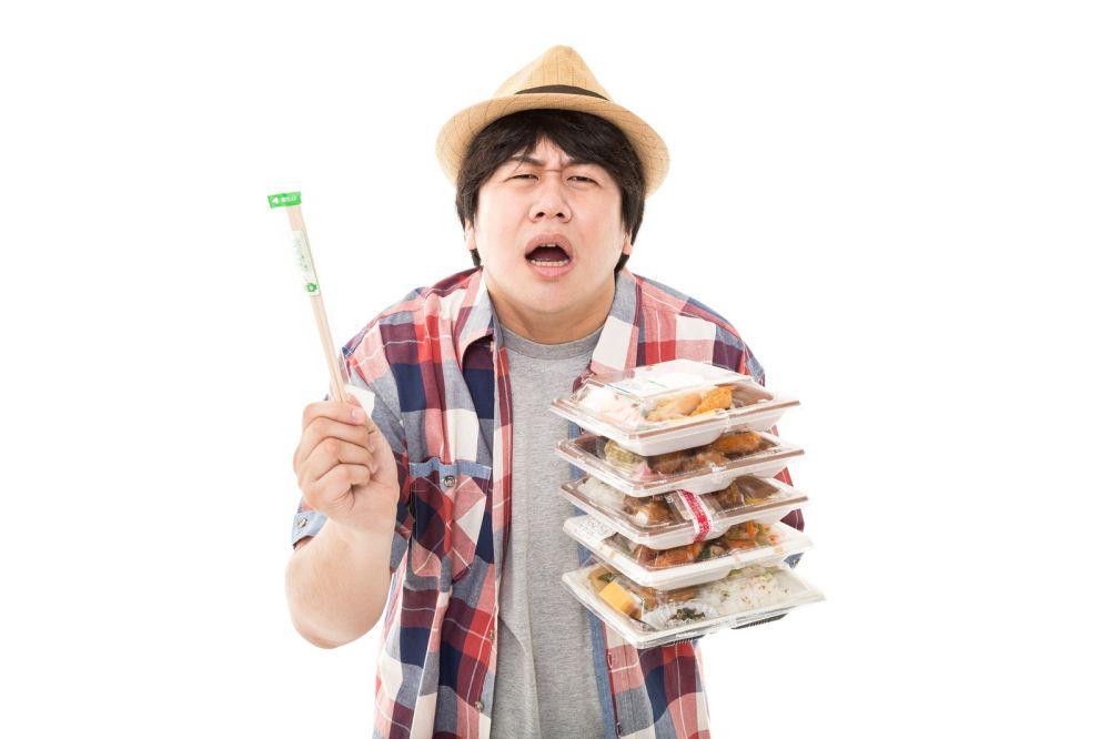 コンビニ食ばかりの不健康な男性