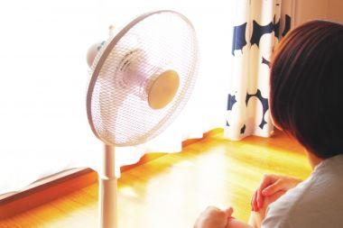 扇風機で涼む