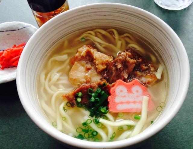 琉球料理の一つである沖縄そば