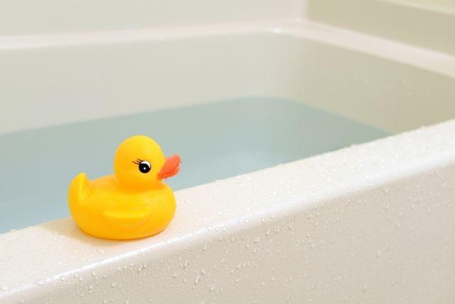メラミンスポンジできれいにできるお風呂のおもちゃ
