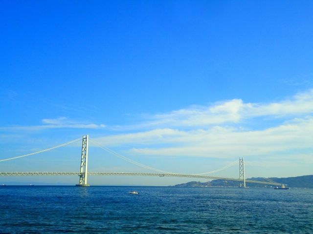 兵庫県明石市に架かる明石海峡大橋