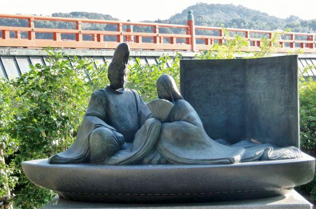 京都府宇治市にある光源氏の銅像