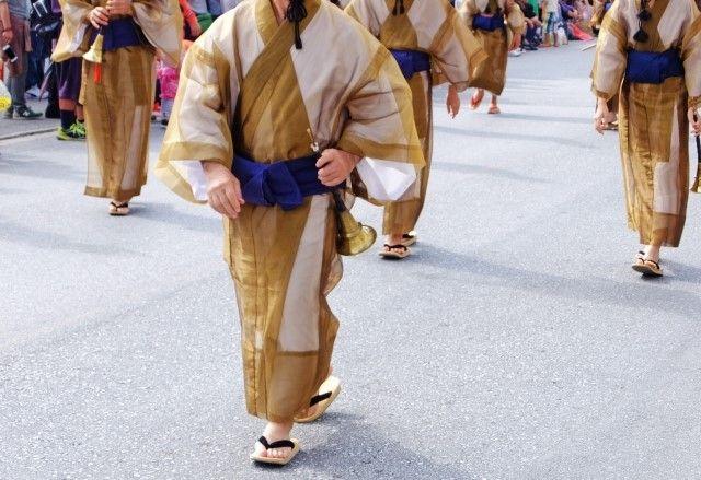 琉球王朝祭り首里で踊る人