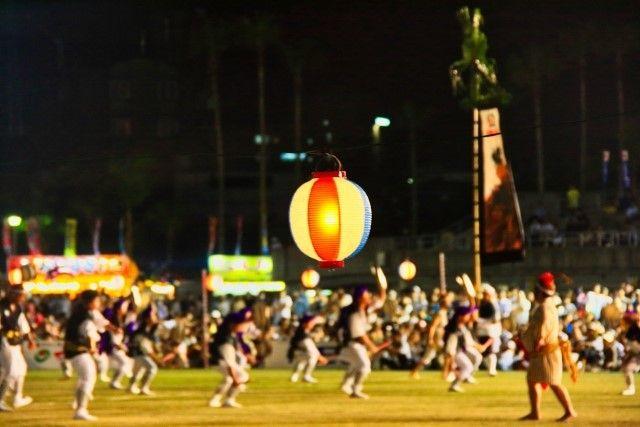 沖縄全島エイサー祭りの風景