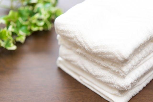 畳をタオルで乾拭きするイメージ