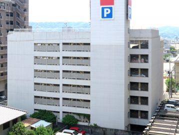 車 屋根付き 立体駐車場