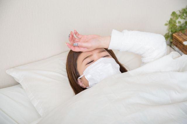 夏風邪をひいた女性
