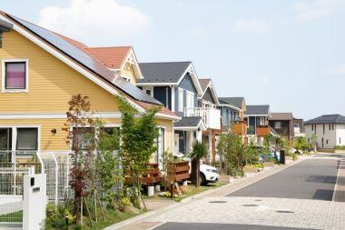 一戸建てが並ぶ住宅街