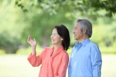 笑顔の高齢者夫婦