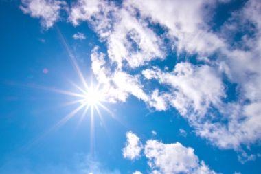 太陽と空の画像