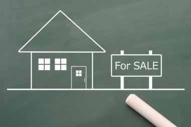黒板に書かれている売り家の図