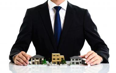 不動産業者が家を管理している画像